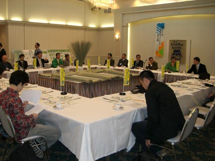 畳表生産者の方たちとの会議の画像